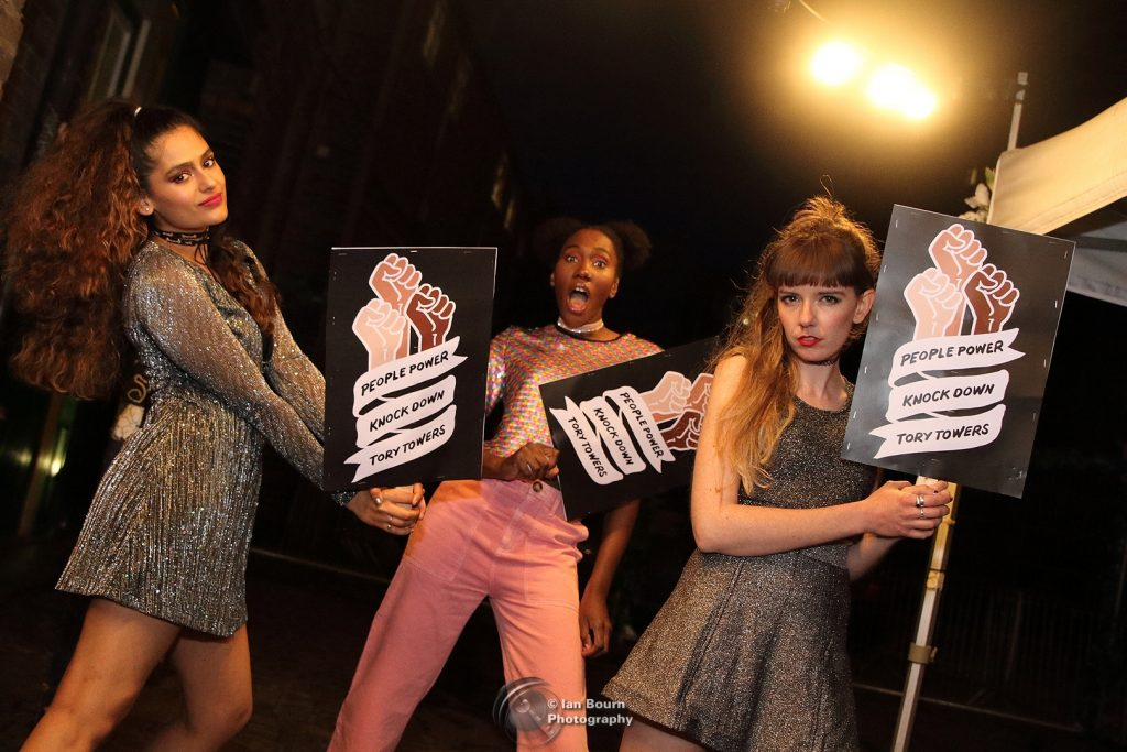 The Tuts: Tour photo session