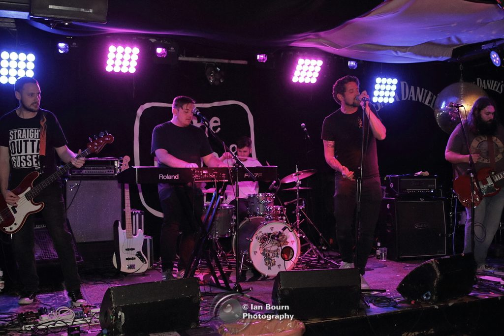 40 Shillings On The Drum: pic by Ian Bourn for Scene Sussex
