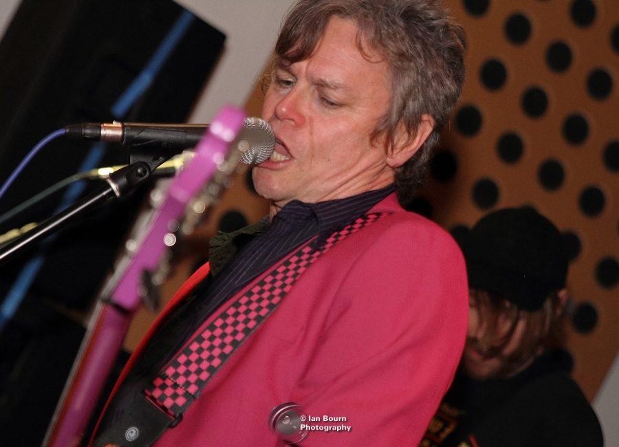 Duncan Reid: Bass (Rickenbacker) and vocals